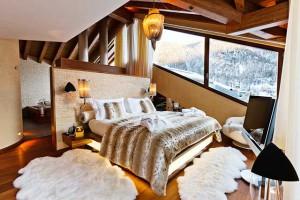 Роскошная спальня шале в дорогом отеле