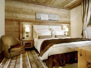 В интерьере шале доминирует деревянная цветовая гамма