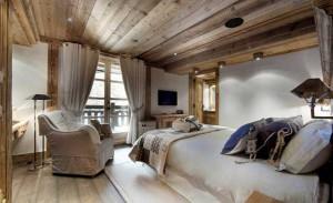 Мягкая мебель в деревенском стиле тоже уместна