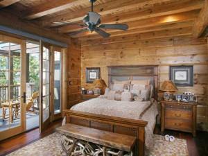 Теплое цветовое решение в деревянном доме