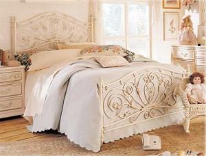 Классический пример кровати в романтическом стиле