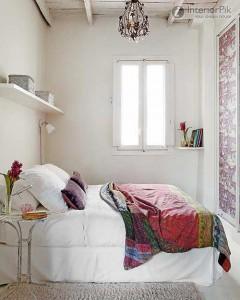 Набор мебели может быть минимальным и простым, главное - детали