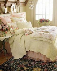 Текстиль для кровати в романтическом стиле