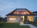 Современный дом с вальмовой крышей