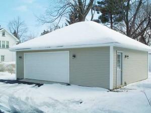 Шатровая крыша зимой