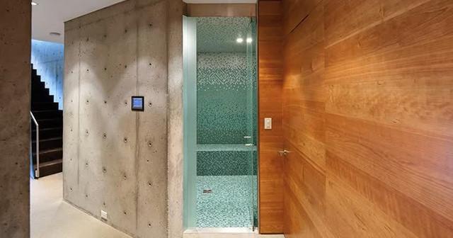 Дверь для ванной.