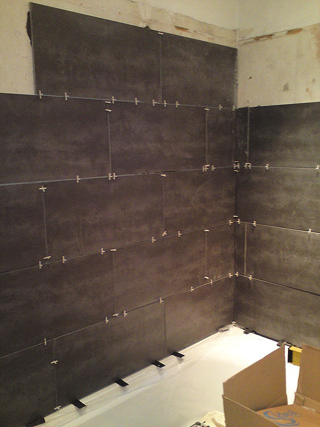 Укладка керамической плитки своими руками на стену