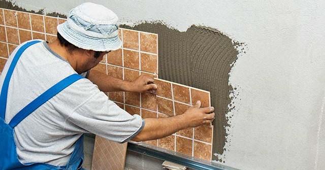Как правильно класть плитку на стену.
