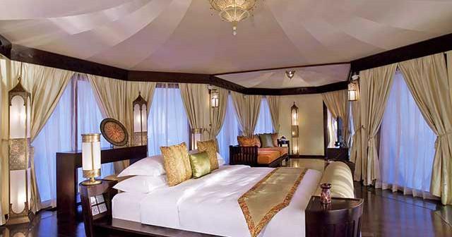 Египетский интерьер люксовой спальни