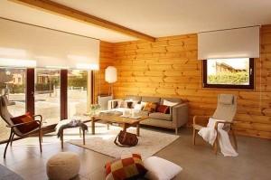 Интерьер гостиной в деревянном доме.