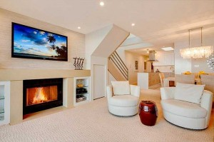 Дизайн гостиной с камином в современном стиле.