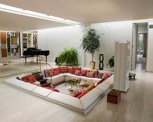 Дизайн-проект гостиной с зоной отдыха ниже уровня пола.