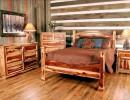 Необычная спальня в деревенском стиле