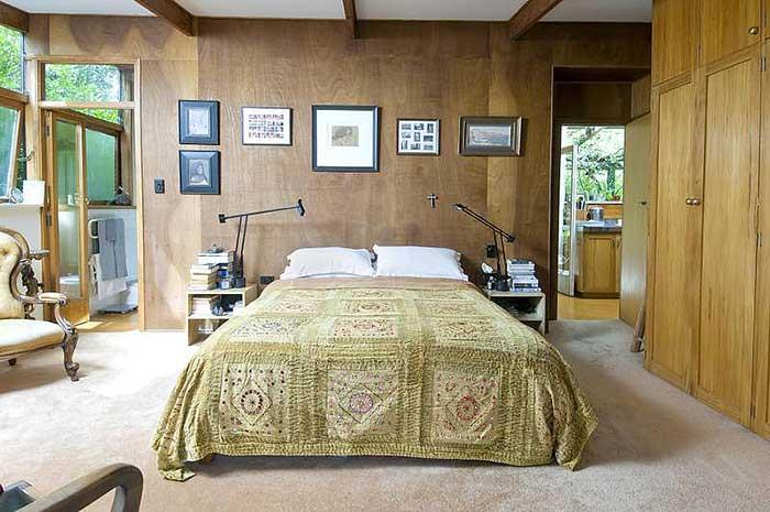 Интерьер спальни в стиле ретро.