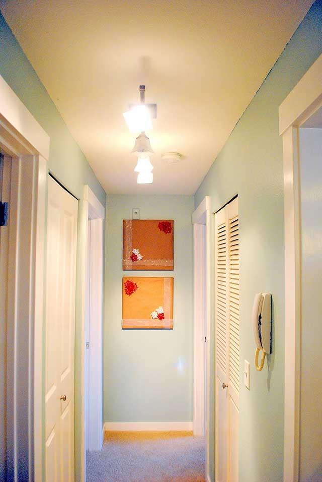Точечные светильники в коридоре